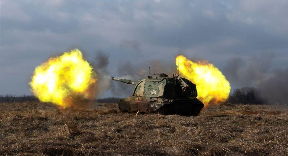 Artilharia autopropulsada Msta-S durante exercício militar na região de Krasnodar (foto de arquivo)