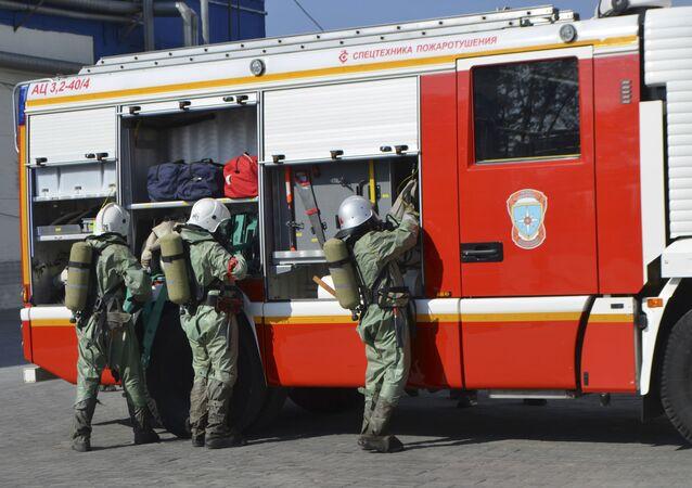 Bombeiros do Ministério para Situações de Emergência da Rússia durante exercícios em região não especificada do país (arquivo)