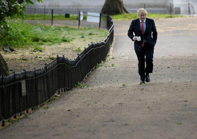 Primeiro-ministro do Reino Unido passeia pelo centro de Londres, em meio à pandemia de COVID-19, 11 de maio de 2020