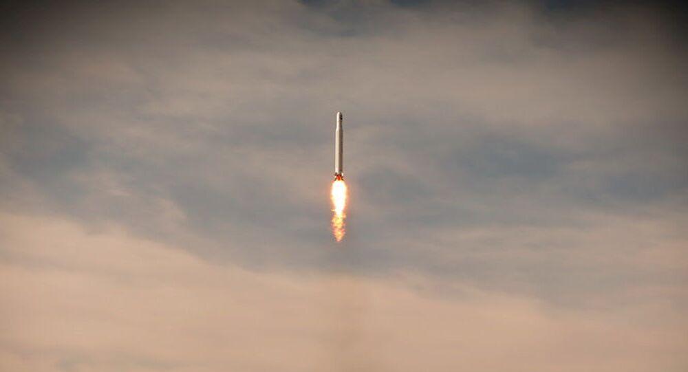 Um primeiro satélite militar chamado Noor é lançado em órbita pelo Corpo de Guardiões da Revolução Islâmica do Irã, em Semnan, Irã, 22 de abril de 2020