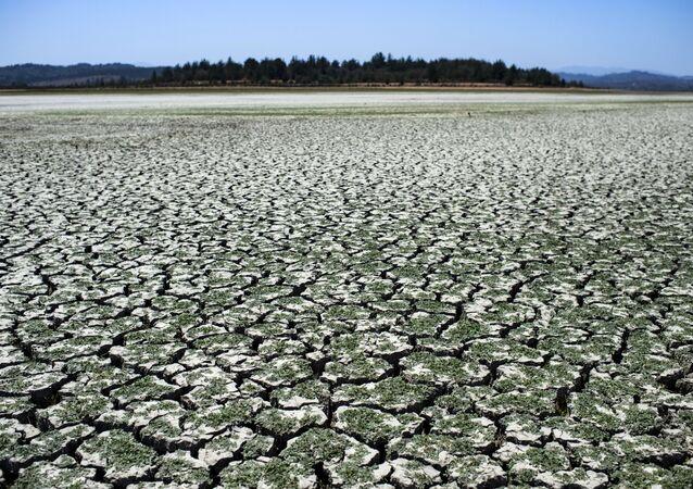 Leito seco do lago Penuelas, no Chile (imagem referencial)