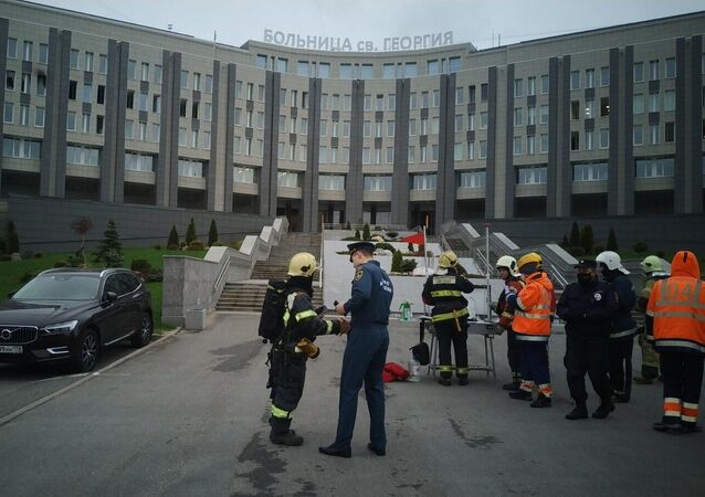 Bombeiros no Hospital St. George em São Petersburgo, Rússia
