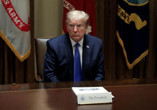 O presidente dos EUA, Donald Trump, se reune com a liderança militar sênior e a Equipe de Segurança Nacional na sala do Gabinete na Casa Branca, em Washington D.C., EUA.