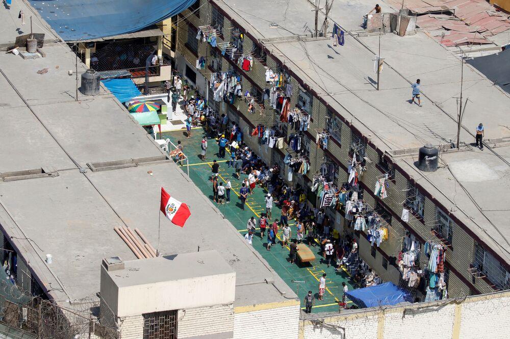 Detentos protestam pedindo testes para o coronavírus em presídio do Peru