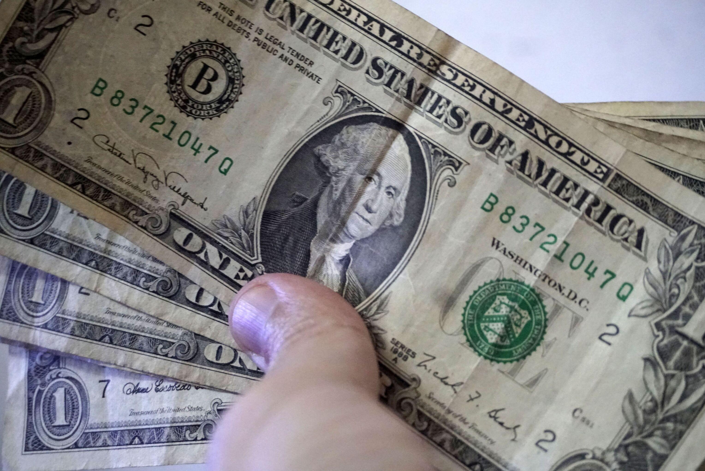 Cédulas de dólar, imagem referencial.
