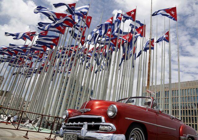 Tribuna contra o imperialismo diante da Embaixada dos EUA em Havana, Cuba