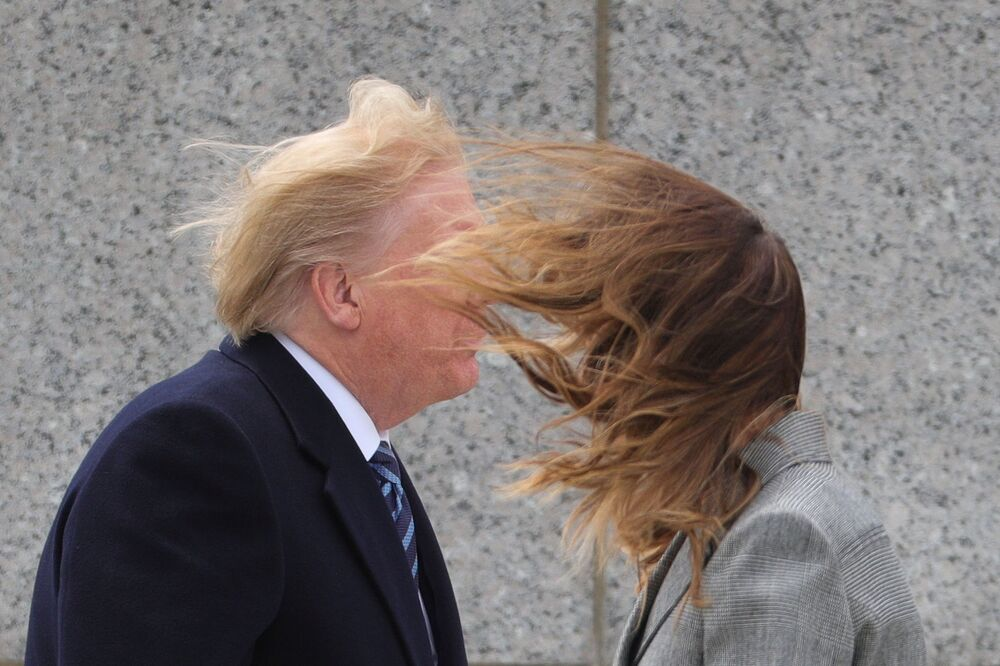Presidente dos EUA, Donald Trump, e sua esposa, Melania Trump, durante as celebrações do 75º aniversário da Vitória no Memorial da Segunda Guerra Mundial, em Washington, EUA