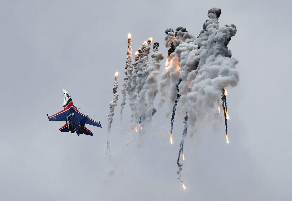 Caça multifuncional Su-30SM no Festival de Aviação em honra do Dia da Vitória, na região de Moscou