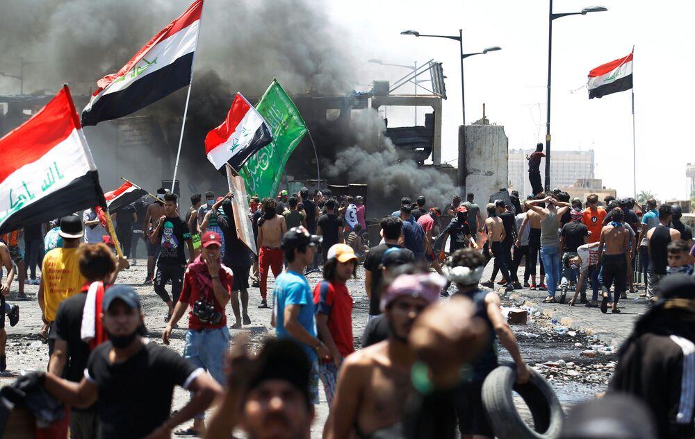Manifestantes em Bagdá, Iraque