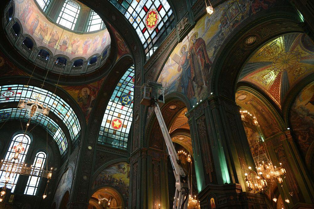 Interior da principal igreja das Forças Armadas da Rússia