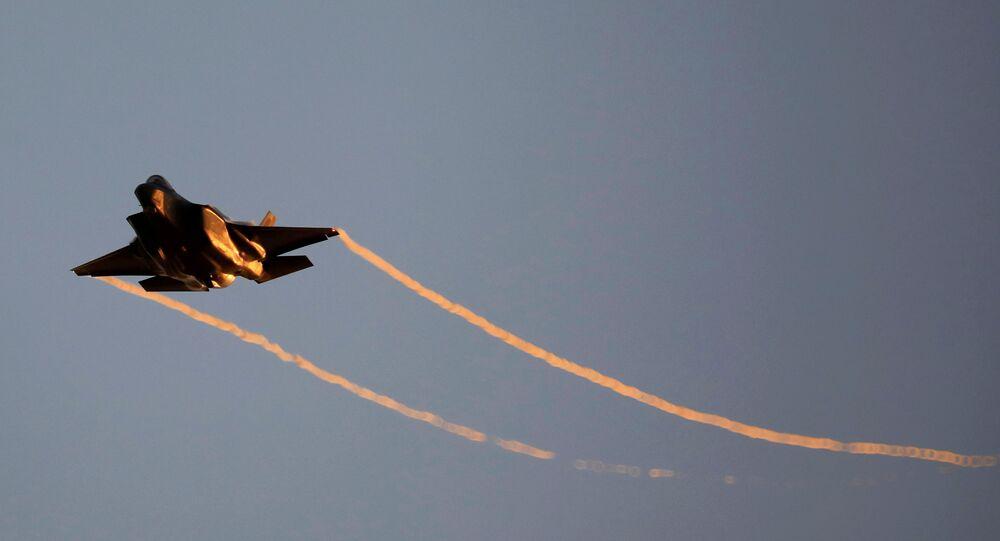 Avião F-35 da Força Aérea de Israel durante demonstração aérea em uma cerimônia de graduação de pilotos na base aérea de Hatzerim, no sul de Israel, 27 de junho de 2019