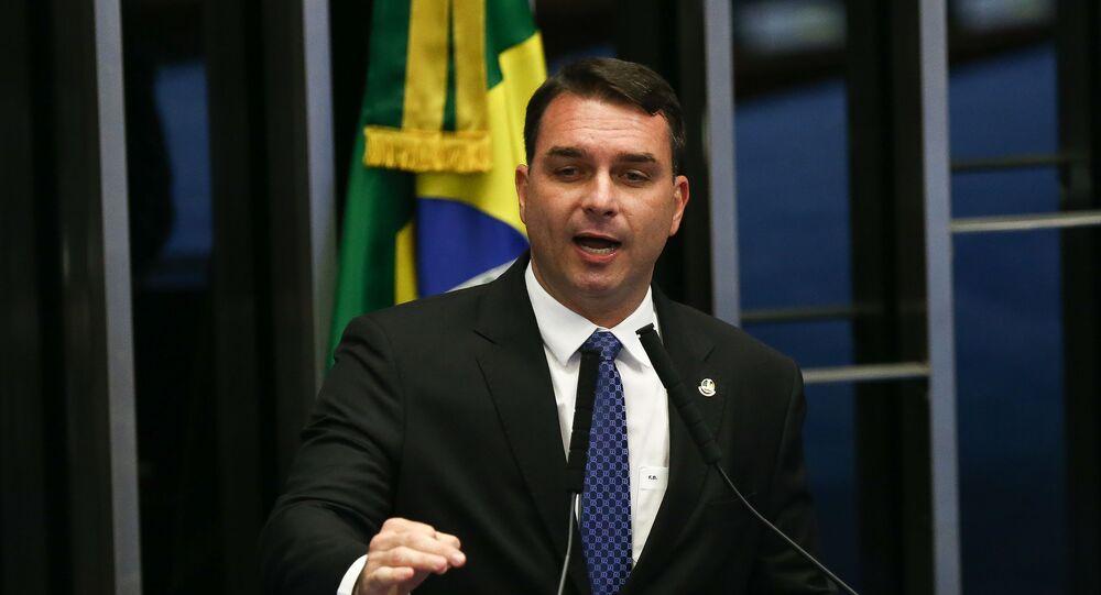 O senador Flávio Bolsonaro (PSL-RJ) durante votação no plenário do Senado Federal, em Brasília (DF).