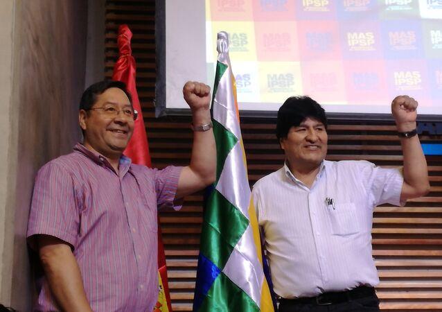 Luis Arce, candidato presidencial do Movimento ao Socialismo (MAS), e Evo Morales, ex-presidente da Bolívia