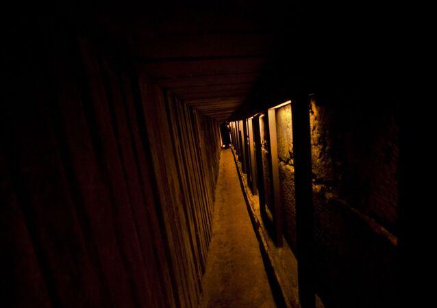 Túnel subterrâneo em Jerusalém