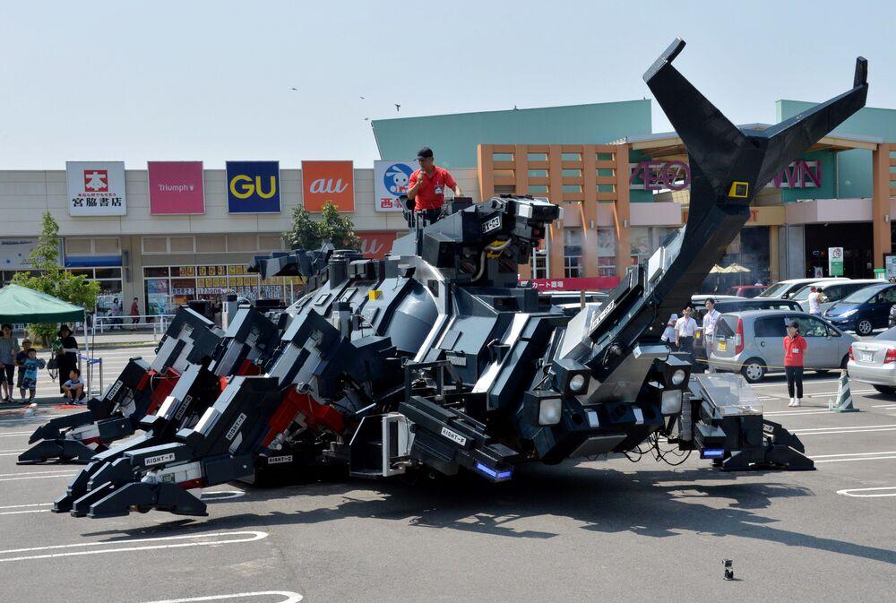 Apresentação de robô Kabutom RX-03 em Tóquio.
