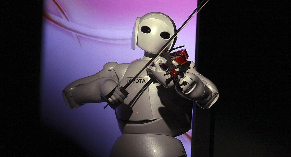 Robô The Partner toca violino.