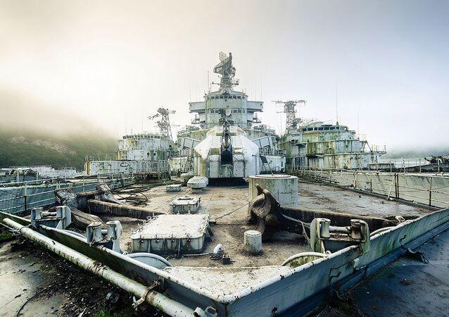Cemitério de navios militares descoberto pelo fotógrafo Bob Thissen