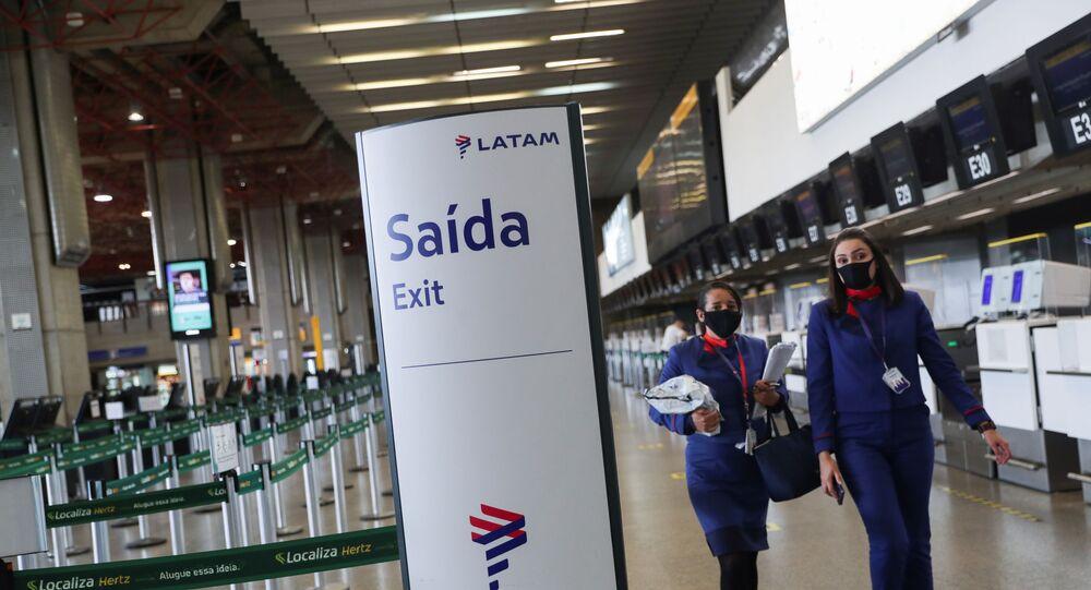 Funcionários da companhia aérea Latam Airlines no Aeroporto Internacional de São Paulo/Guarulhos, Brasil, 19 de maio de 2020