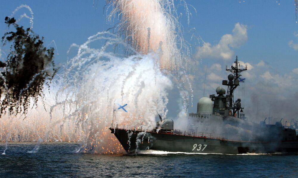 Parada naval em base da Frota do Pacífico