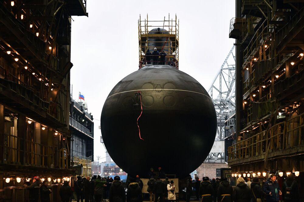 Cerimônia de lançamento à água do submarino diesel-elétrico Volkhov