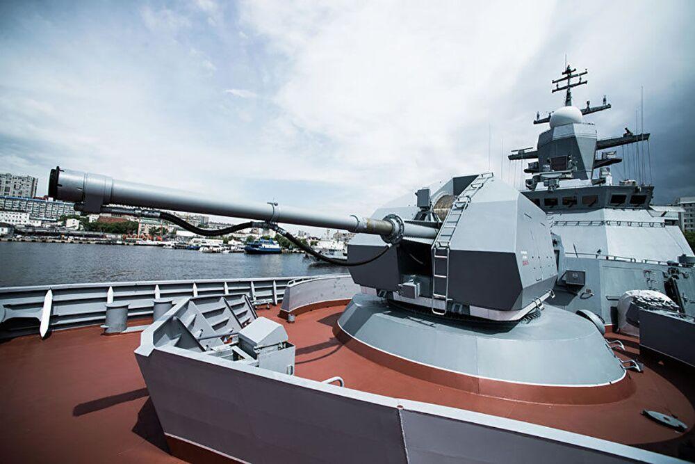 Corveta russa Sovershenny equipada com canhão automático A-190