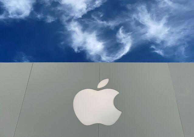 O logotipo da Apple é exibido em uma loja da Apple em um shopping em La Jolla, Califórnia, EUA, 17 de dezembro de 2019