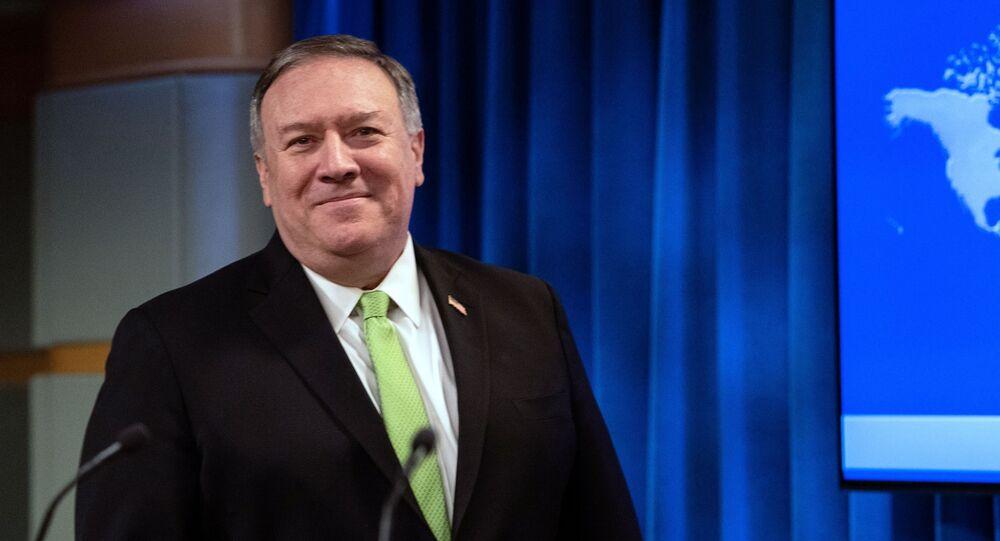 Secretário de Estado dos EUA, Mike Pompeo, fala com a imprensa em Washington