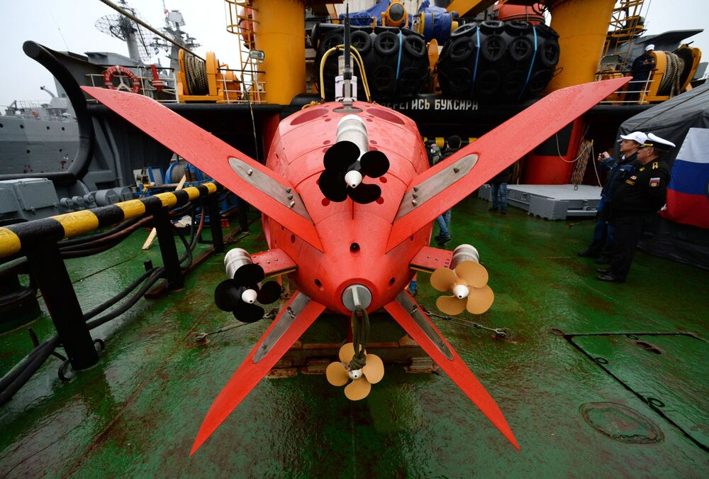 Aparelho submersível Vityaz-D durante cerimônia de entrega à Frota do Pacífico