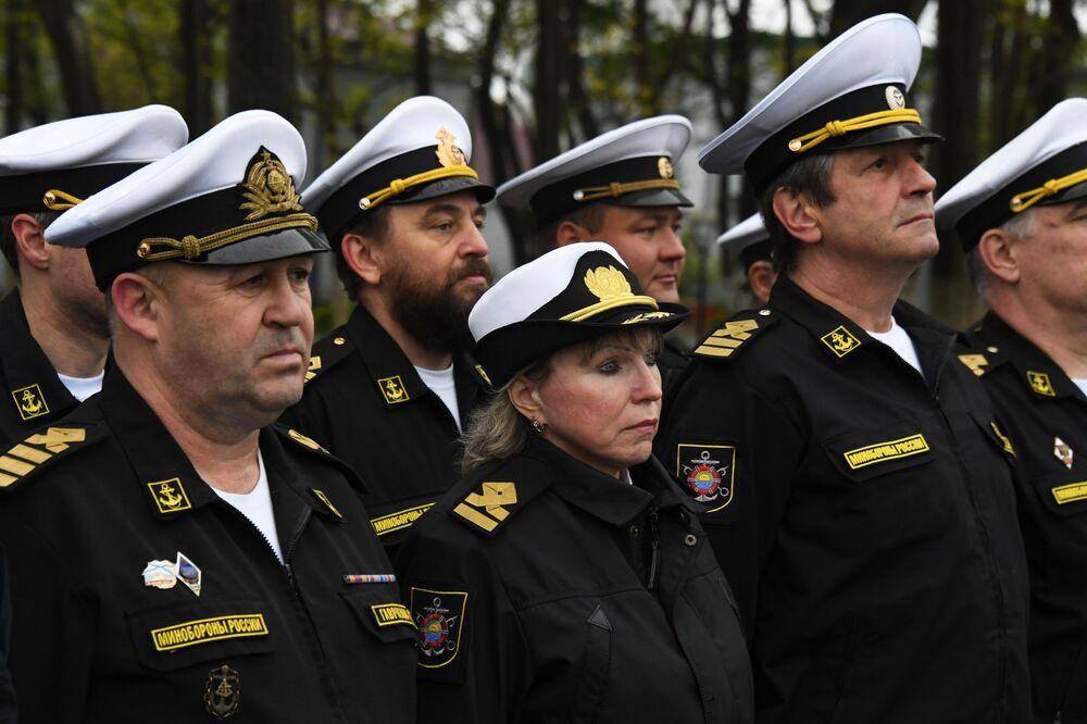 Tripulação do rebocador Fotiy Krylov da Frota do Pacífico em cerimônia de inauguração do submersível Vityaz-D