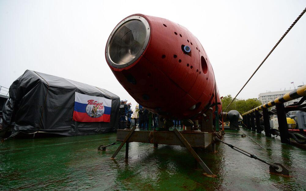 Parte frontal do submersível não tripulado russo Vityaz-D durante cerimônia de entrega à Frota do Pacífico russa