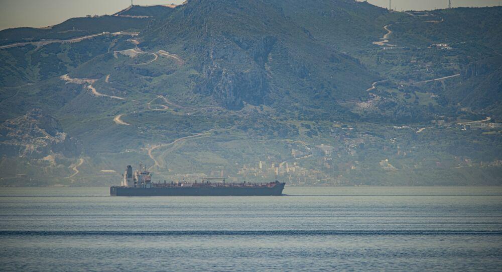 Um dos navios iranianos com destino à Venezuela navegando em águas internacionais (arquivo)
