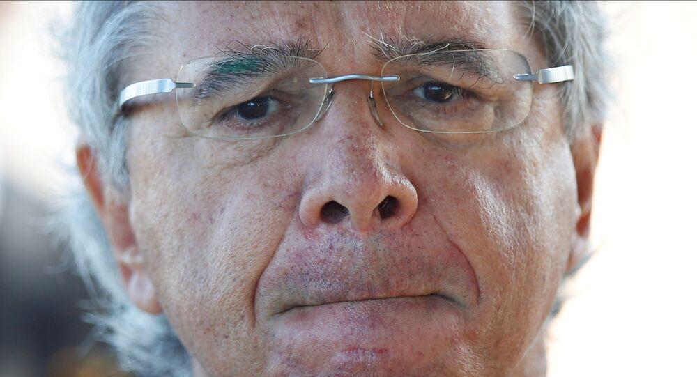 Ministro da Economia, Paulo Guedes, na saída do Palácio da Alvorada em Brasília (DF)