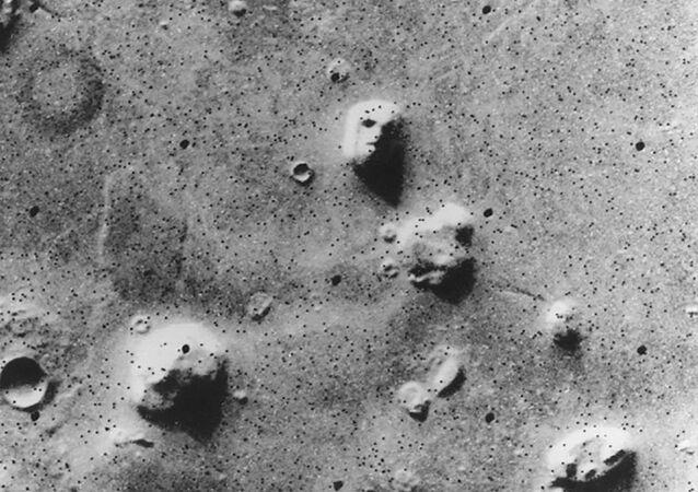Superfície da região marciana de Cydonia apresenta formato semelhante a um rosto humano