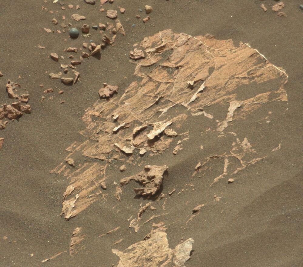 Concreção de pequeno tamanho na superfície de Marte