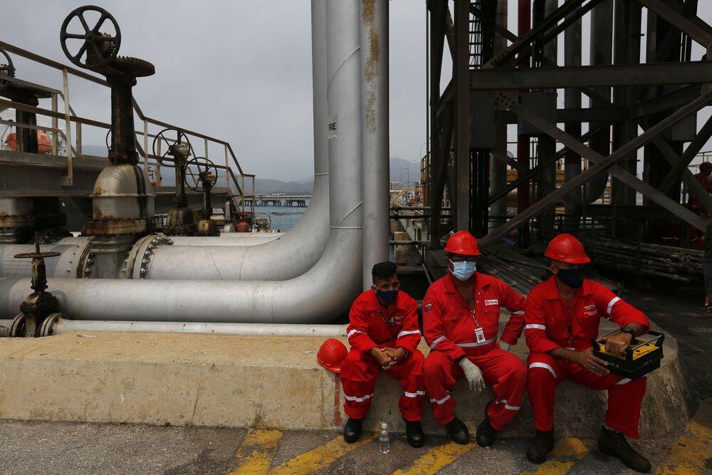 Pausa para descanso de funcionários da refinaria venezuelana El Palito