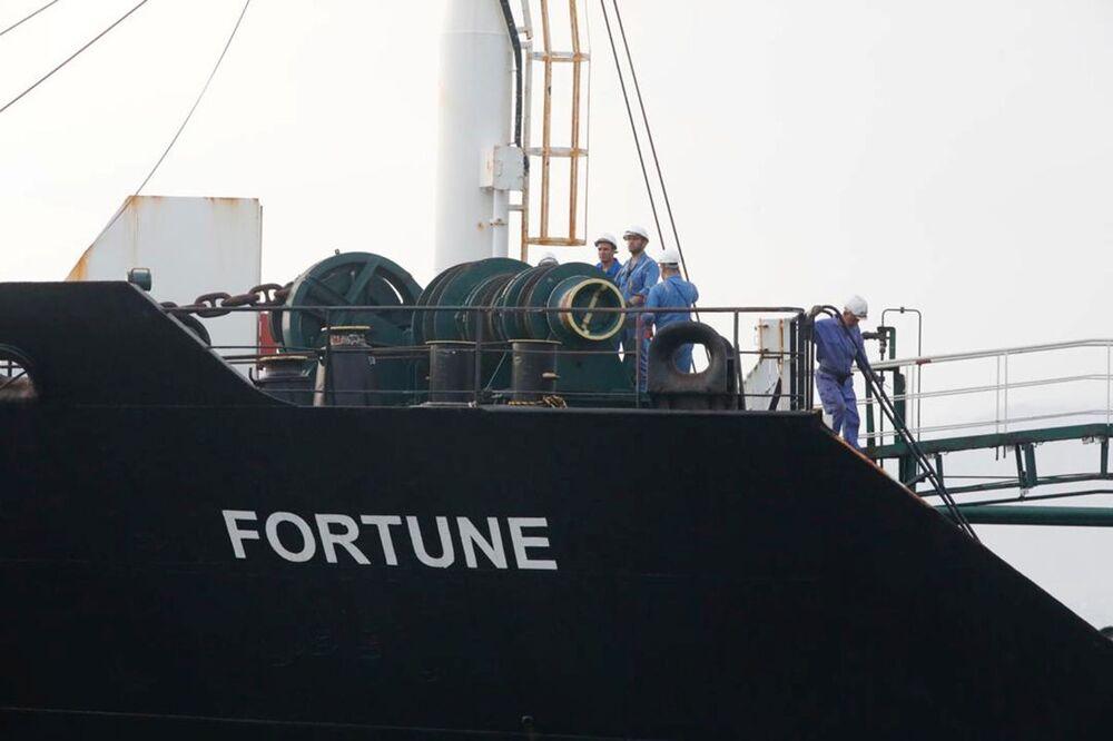Parte frontal do petroleiro de bandeira iraniana Fortune atracado na refinaria venezuelana El Palito