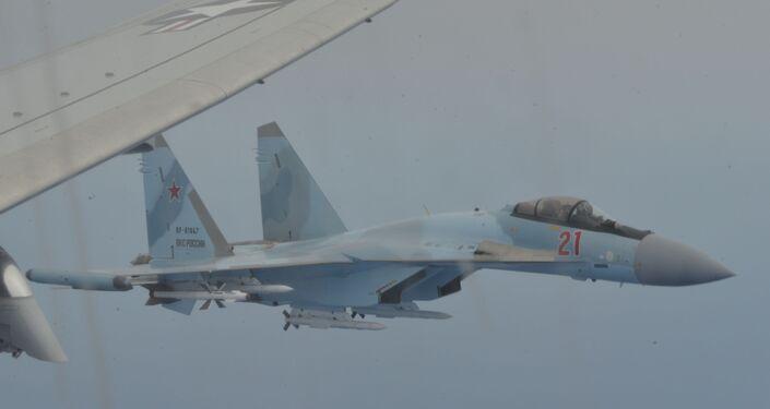Dois caças russos Su-35 interceptam uma aeronave de reconhecimento P-8A Poseidon da 6ª Frota dos EUA sobre o mar Mediterrâneo em 26 de maio de 2020
