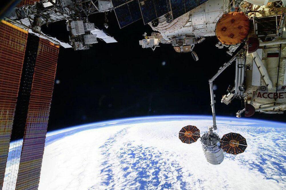 Espaçonave de carga desacopla da Estação Espacial Internacional