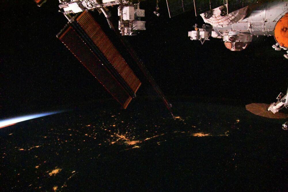 Visão do anoitecer a bordo da Estação Espacial Internacional