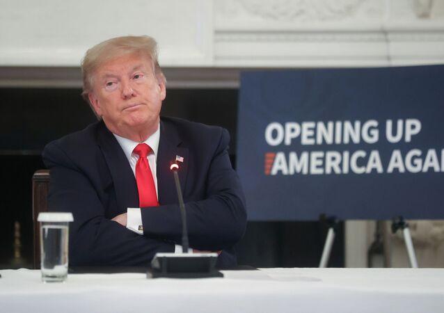 O presidente dos EUA, Donald Trump, durante reunião com industriais em Washington sobre a reabertura da economia norte-americana em meio à pandemia do novo coronavírus, em 29 de maio de 2020.