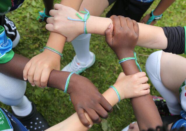 Pulseiras da Amizade, símbolo oficial do Programa Social Infantil Internacional Futebol pela Amizade da Gazprom