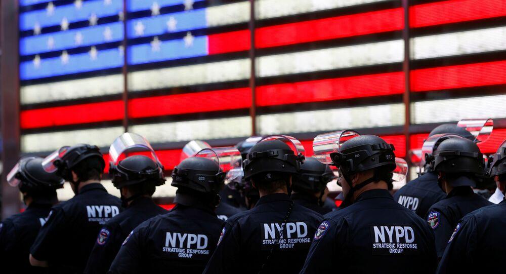 Policiais de Nova York durante a onda de protestos contra a morte de George Floyd, em 1º de junho de 2020.