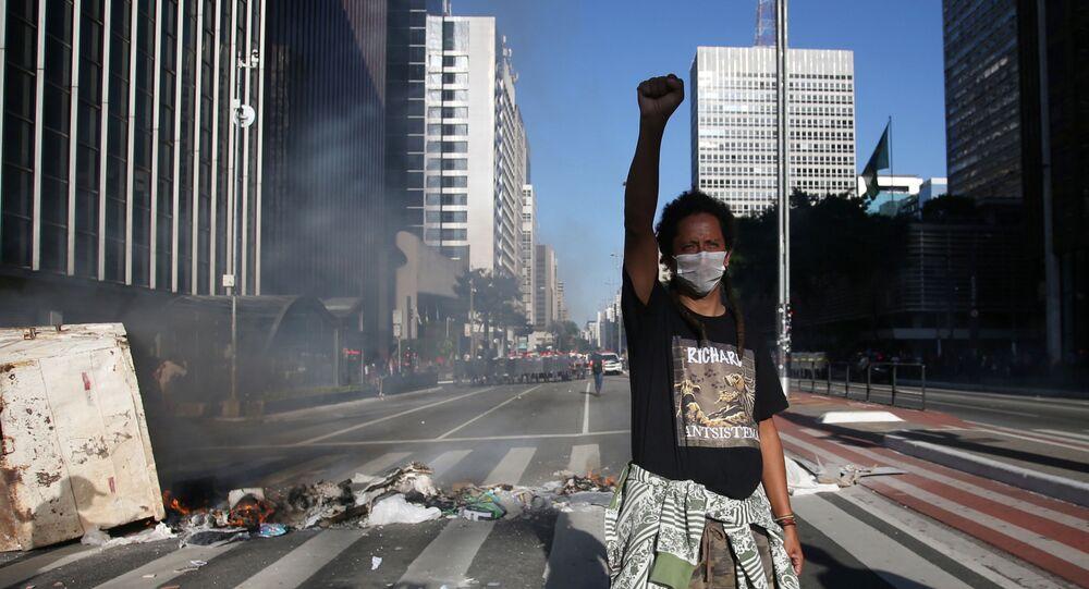 Manifestante em ato contra Jair Bolsonaro na Avenida Paulista, em São Paulo. Foto de 31 de maio de 2020.