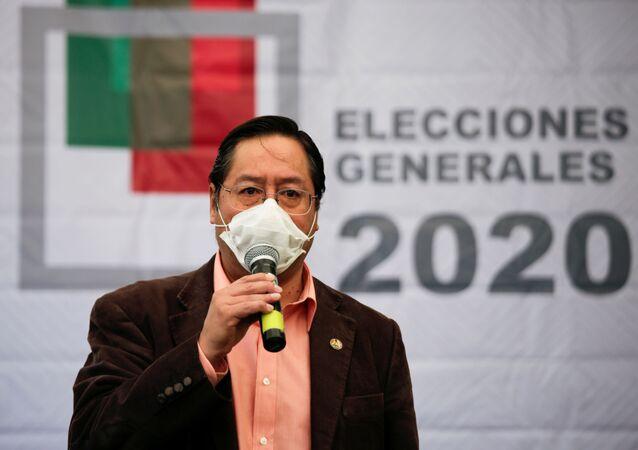 Luis Arce, candidato à Presidência da Bolívia pelo partido MAS, fala à imprensa após reunião do Supremo Tribunal Eleitoral boliviano, em La Paz, em 2 de junho de 2020.