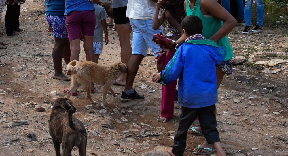 Pessoas em situação de pobreza extrema em comunidade no extremo da zona norte de São Paulo em meio à pandemia da COVID-19, em 21 de maio de 2020.