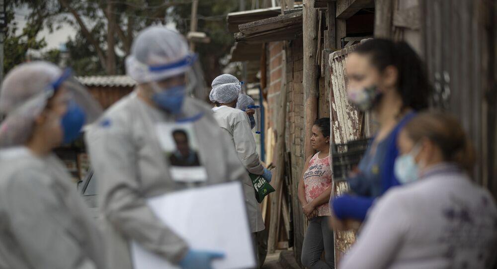 Funcionários dos Médicos Sem Fronteiras realizam testes para a COVID-19 em São Bernardo do Campo (SP), em 3 de junho de 2020