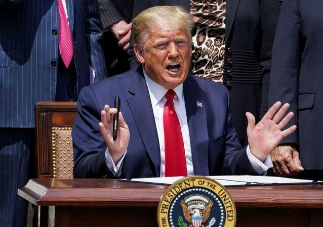Presidente Donald Trump fala sobre a COVID-19 na Casa Branca, em Washington