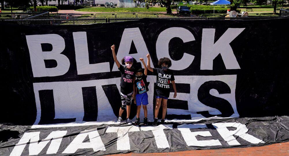 Caso George Floyd: grupo de manifestantes protesta em frente à Casa Branca contra o racismo