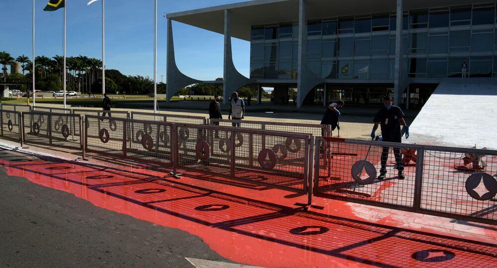 Frente do Palácio do Planalto foi alvo de vandalismo com tinta vermelha