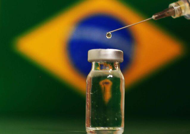 Vacina contra a COVID-19 desenvolvida pelo Reino Unido que será testada no Brasil.